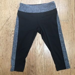 Lularoe Jade Black Gray Medium Capris